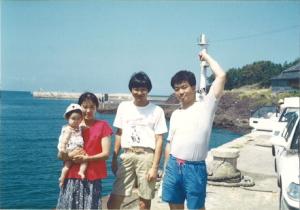 右から私、武田専務、妻と長女